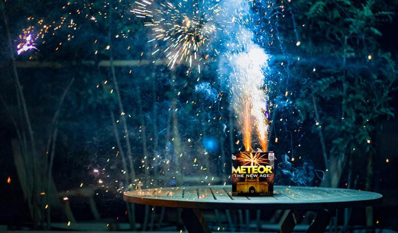 Jak bezpiecznie odpalać fajerwerki?
